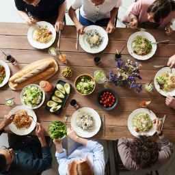 Ganz neu essen mit Freunden